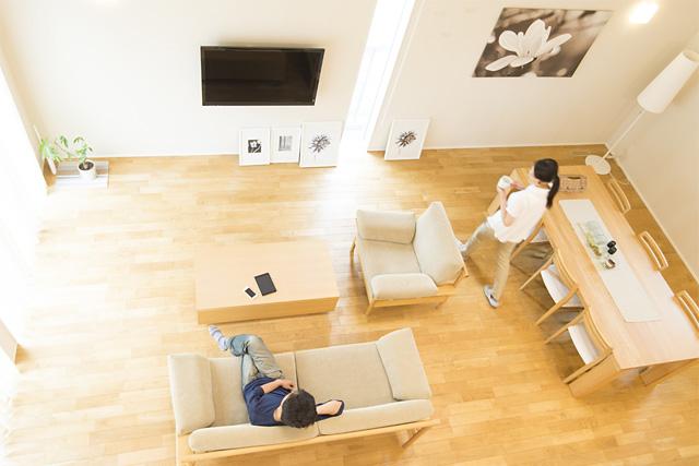 天井を高く設計可能、物が少ないスッキリ広々リビングが作れます!