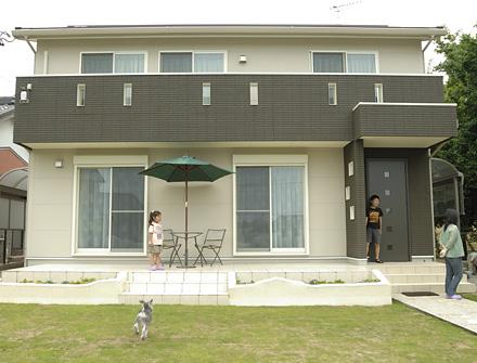 愛犬もうれしい!広々お庭の冬暖かく夏涼しい太陽光発電住宅
