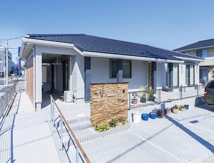 屋根付き物干しスペース等、機能性に優れた高齢者も住みやすい平屋の家