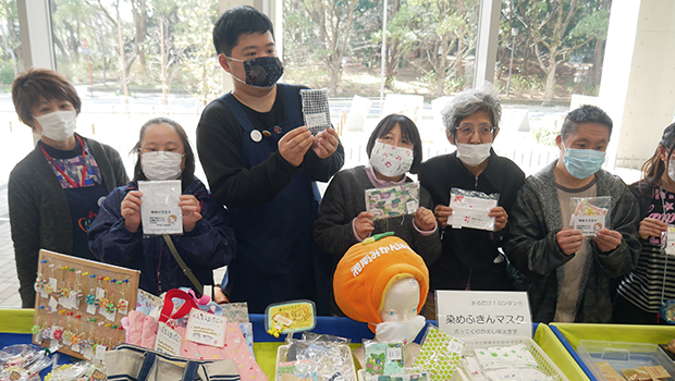 平塚市の障がい者施設が連携して手作りマスクを作成 (1日に50枚を作成)